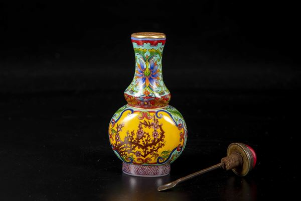 A glass snuff bottle, China, Qing Dynasty, 1800s